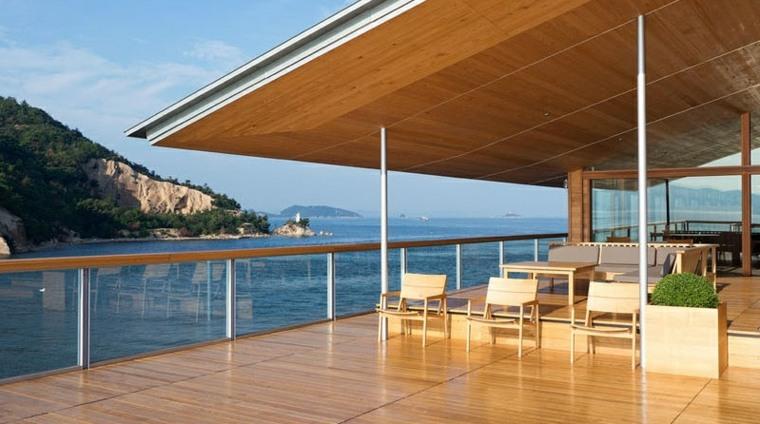 hotel con encanto terraza clara