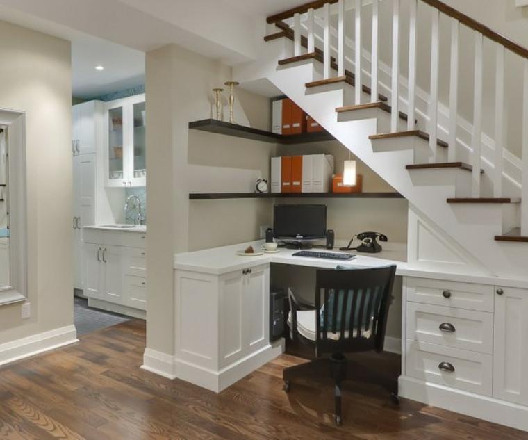 cómo usar el hueco bajo las escaleras
