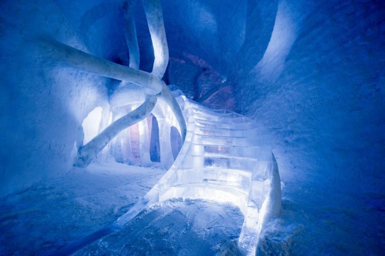 icehotel-365-escalera