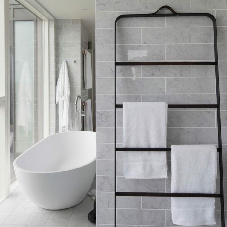 Las personas ocupadas aprecian el enfoque simplista del diseño del baño