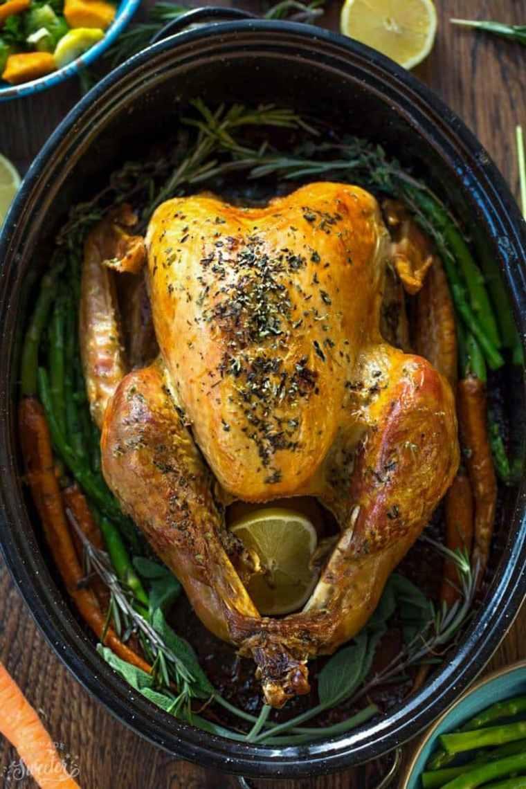 sabroso pollo asado con mantequilla de ajo