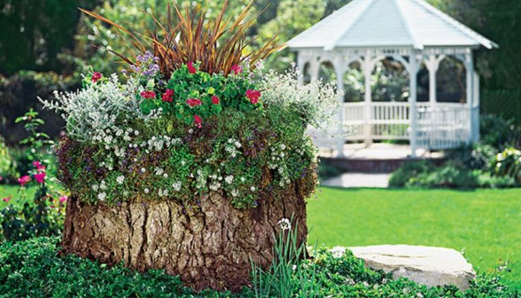 jardin-con-pabellon-blanco