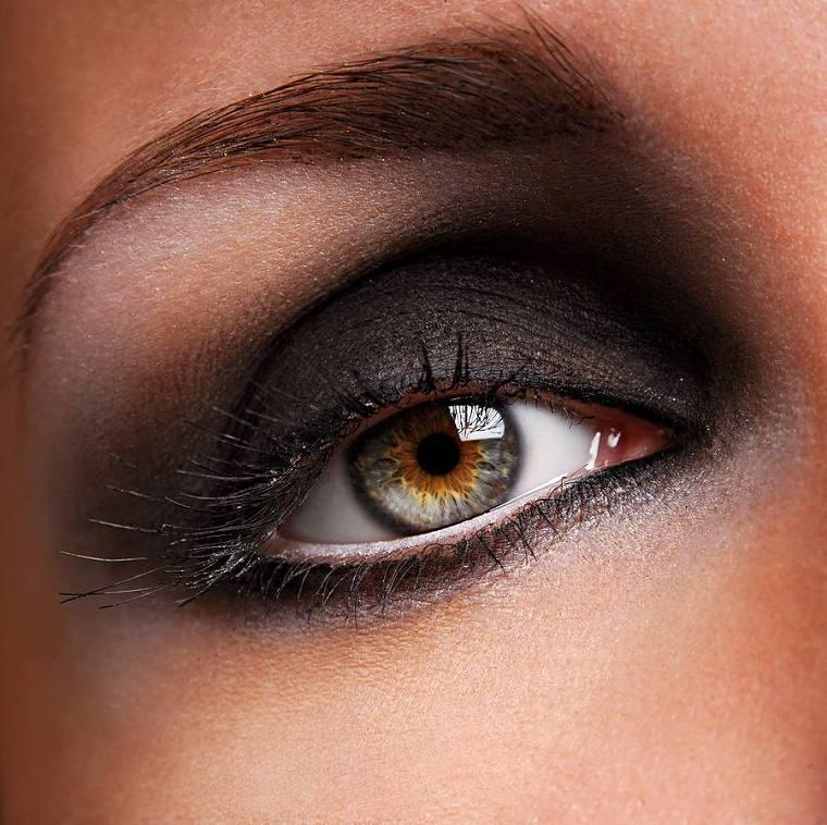 maquillaje-de-ojos-ahumados-opciones-negro-diseno
