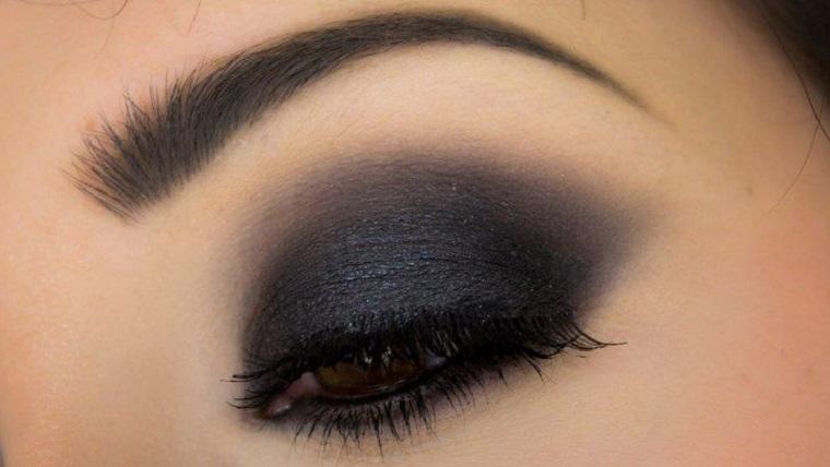 maquillaje de ojos ahumados-opciones-negro-estilo