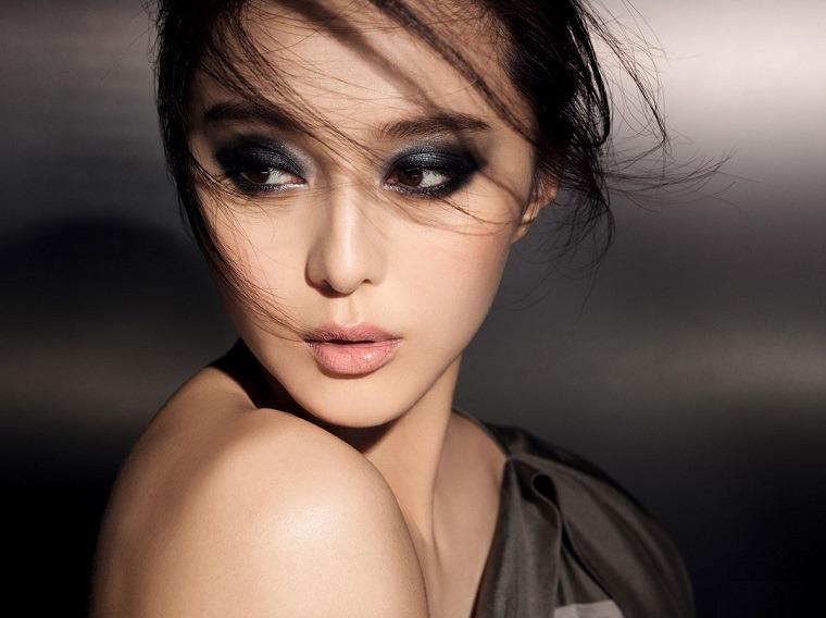 maquillaje-de-ojos-ahumados-opciones-negro