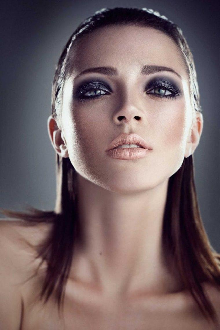 maquillaje de ojos ahumados-negro