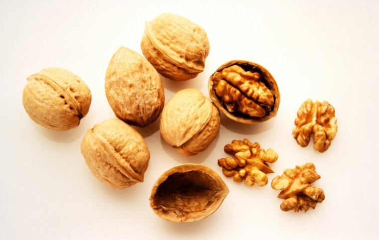 nueces-con-cascaras