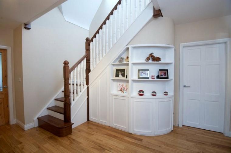 organizar el hueco bajo las escaleras