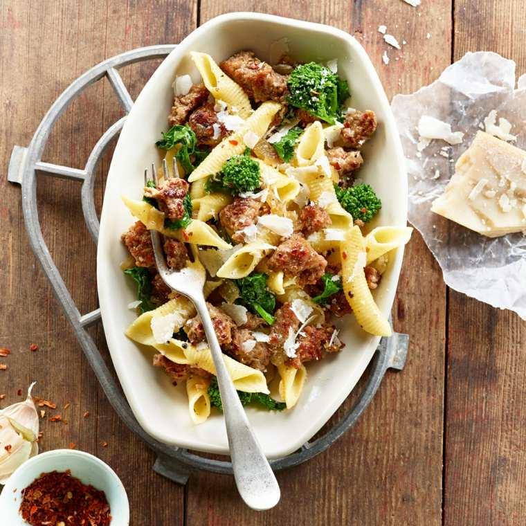 Pasta con pavo y brócoli