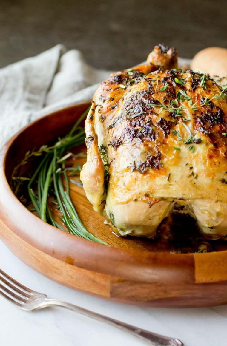 delicioso pollo asado con mantequilla de ajo