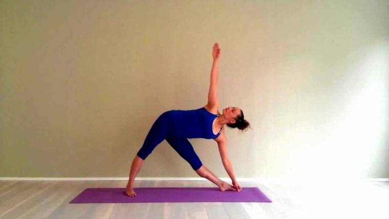posiciones yoga-utthita-trikonasana