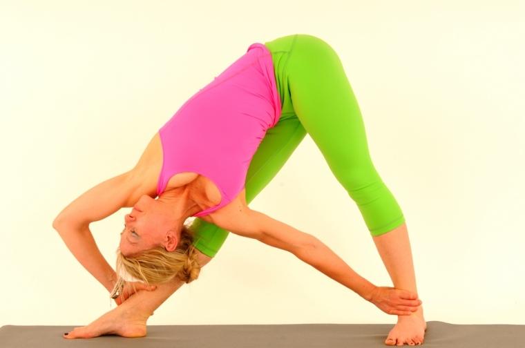 postura yoga-utthita-trikonasana
