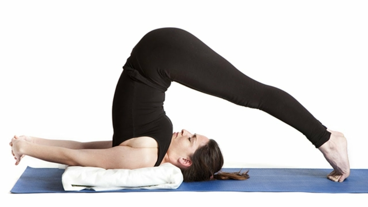posturas de yoga-arada-halasana