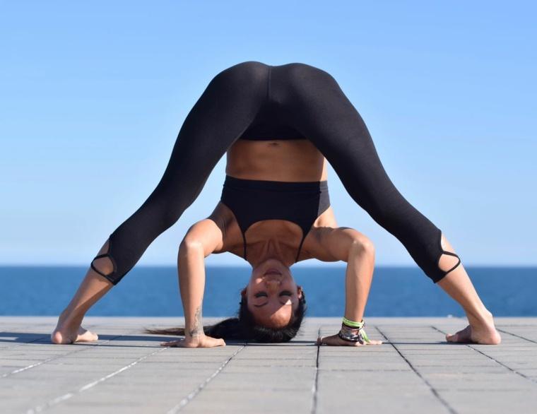 posturas de yoga-prasarita-padottanasana