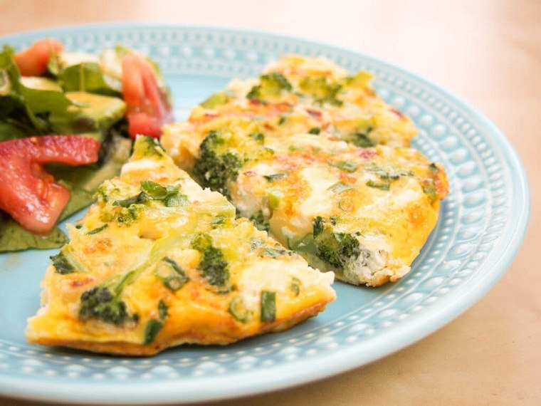 recetas saludables bajar de peso-omelete-brocoli-queso-feta