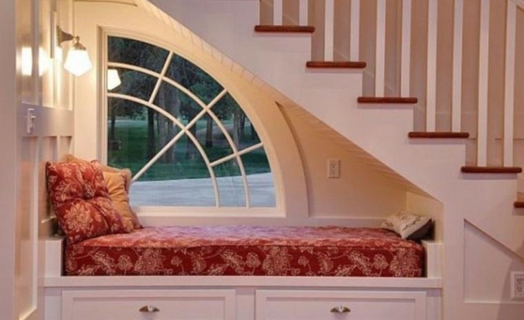 usar el hueco bajo las escaleras de formas estupendas