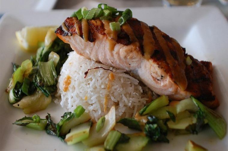 salmón con arroz