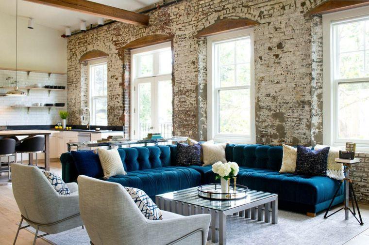 salones-de-diseno-sofa-terciopelo-azul-llamativo-diseno