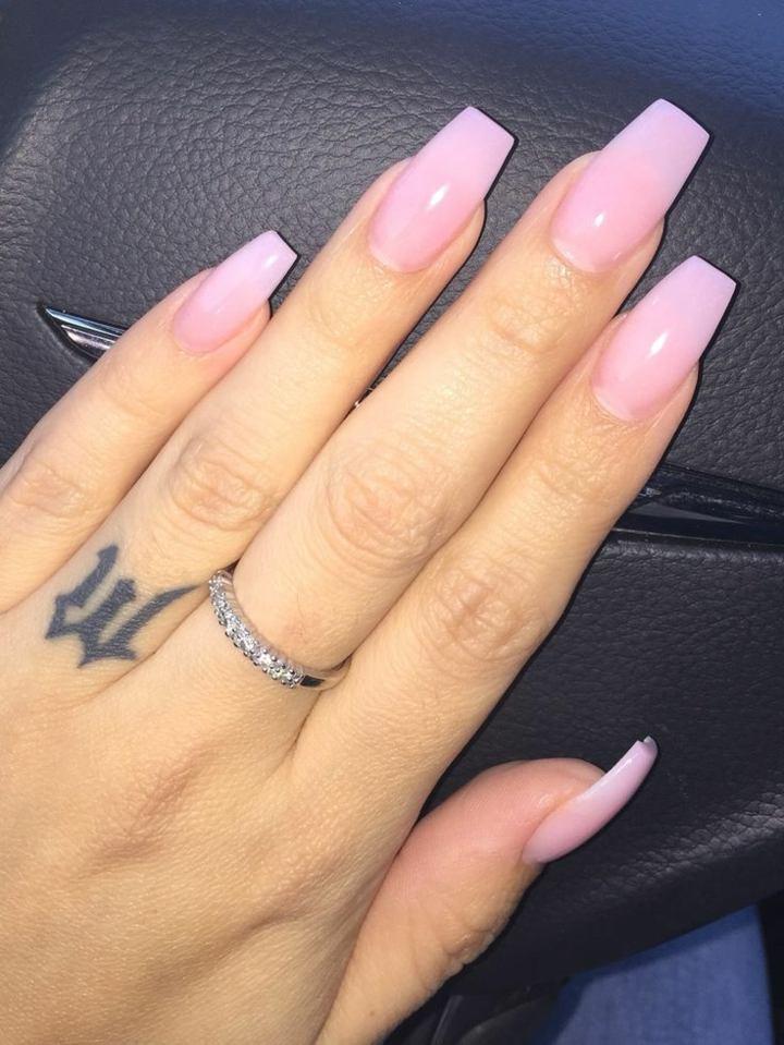 tono-rosa-fresco-manos