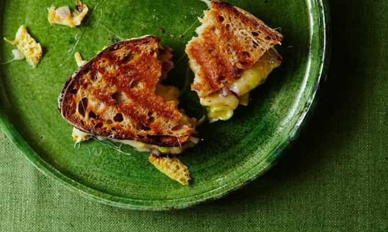 Tres tostadas de queso