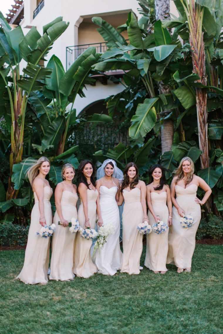 vestidos de dama de honor-modelos-color-beige-claro