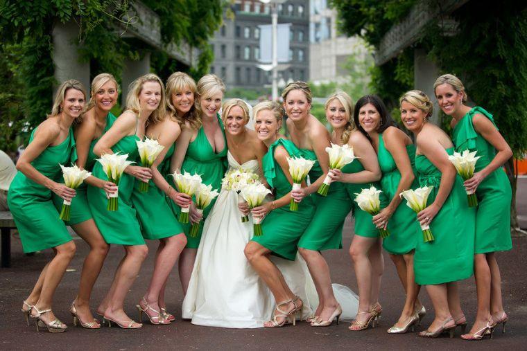 vestidos-de-dama-de-honor-verdes-hasta-rodilla
