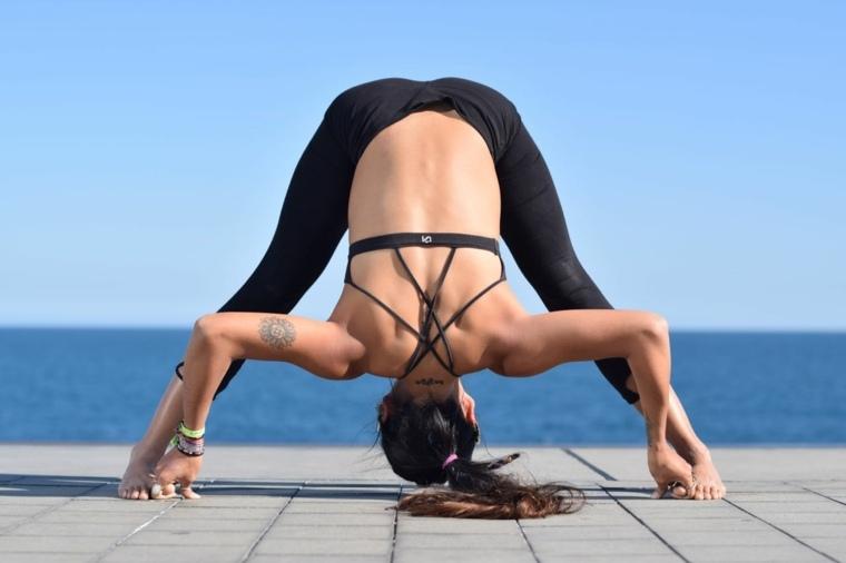 yoga posturas-prasarita-padottanasana