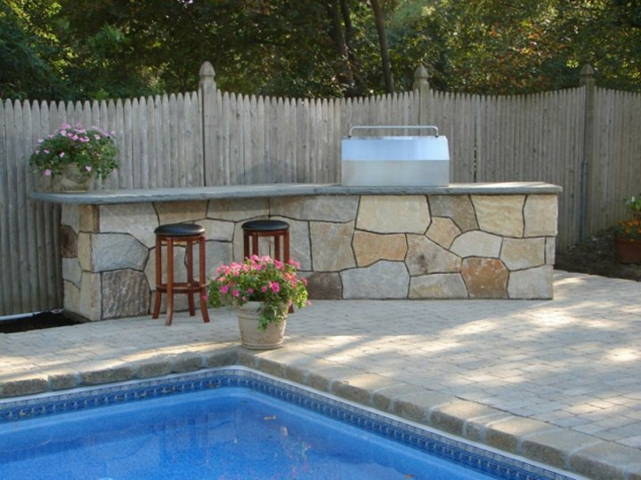 zona-piscina-elegante-piedra
