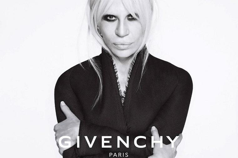 Donatella-Versace-posando-Givenchy-coleccion