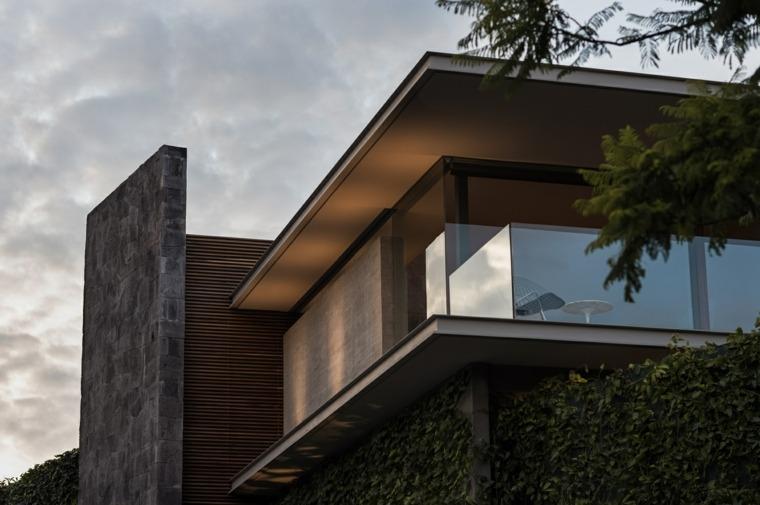 La casa define su manzana a través de su posición prominente