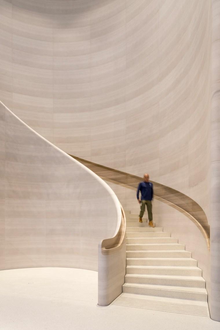 Tienda-de-Apple-escalera-de-piedra