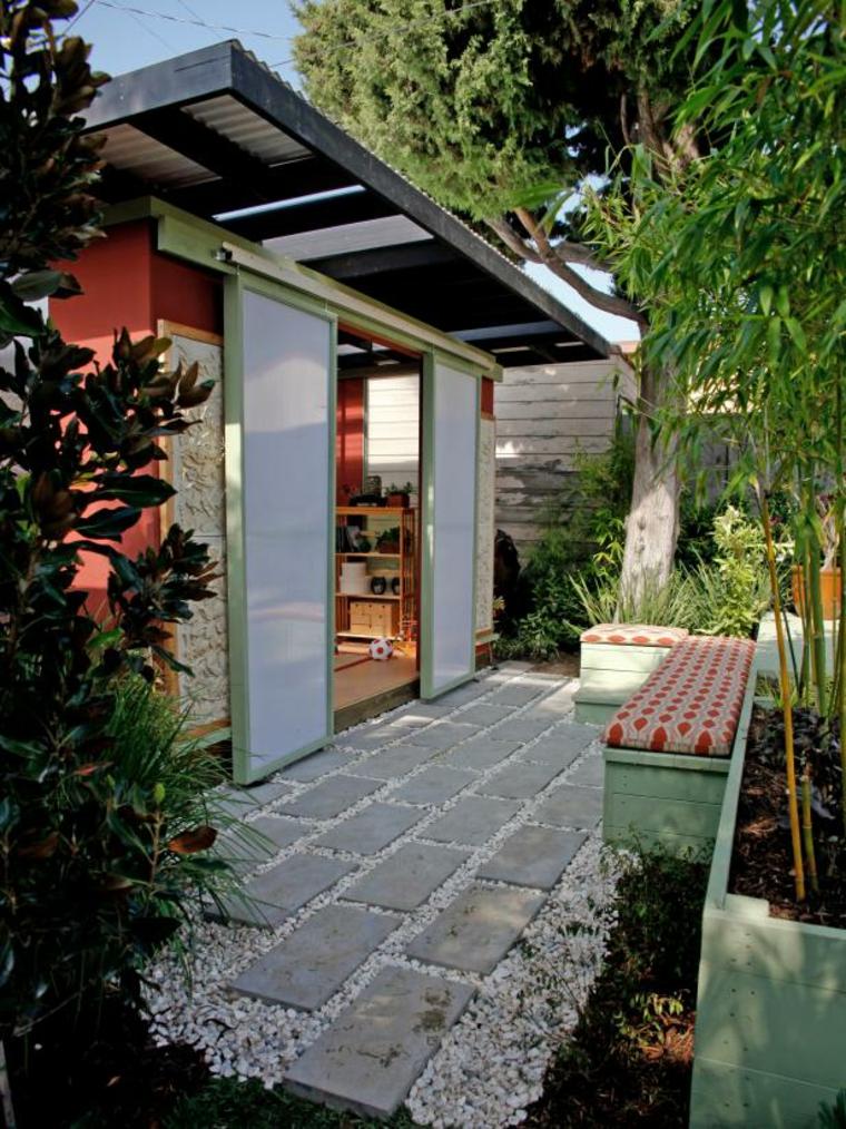 acceso-exteriores-puerta-blanca