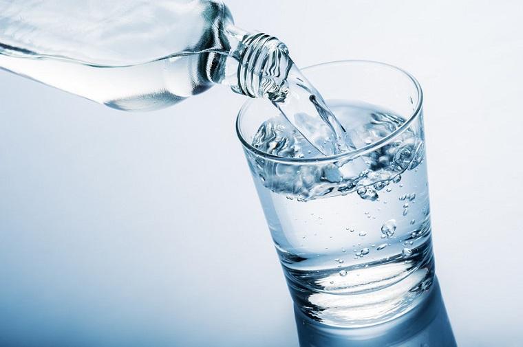 agua-saludable-vaso-pequeno