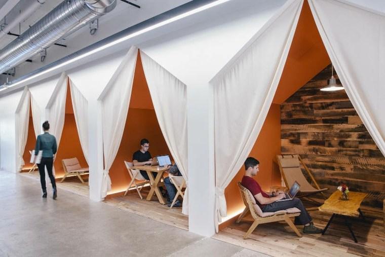 Espacios de trabajo de estilo camping y salas de reuniones