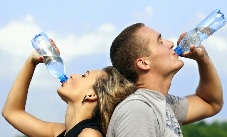 bebe-mucha-agua