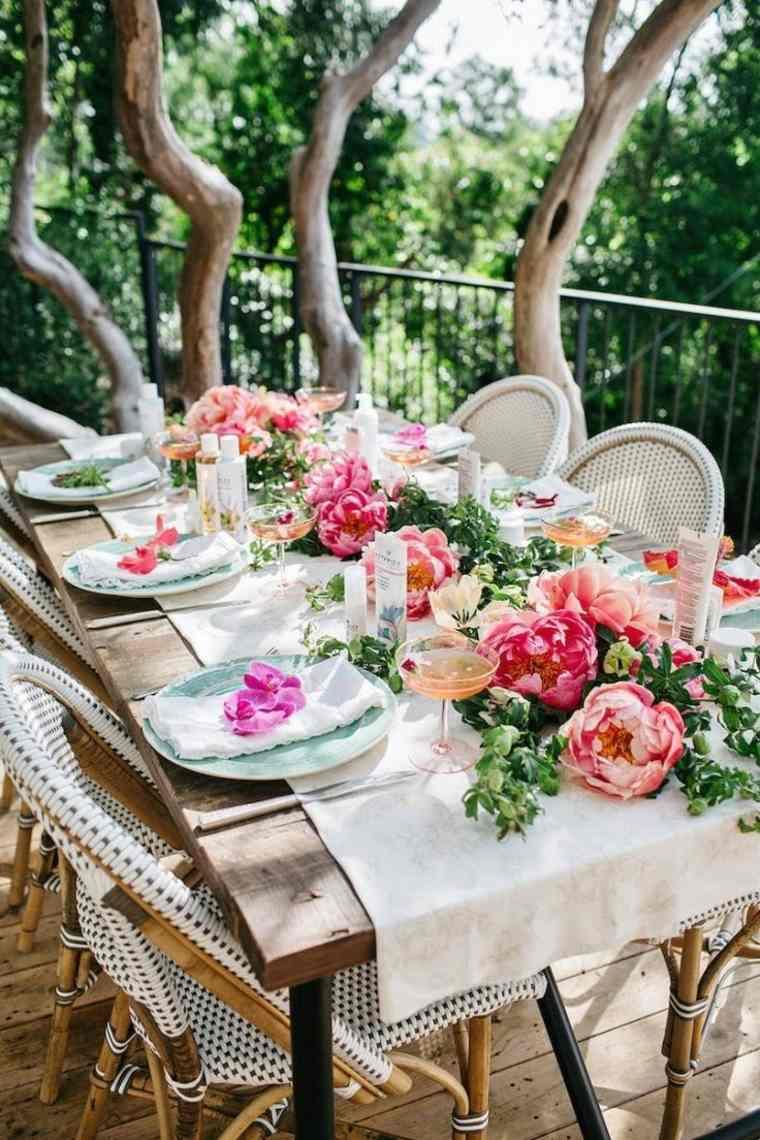 centros de mesa para baby shower mesa-camino-flores