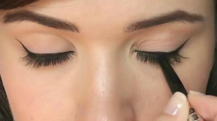 como aplicar eyeliner-alargado-casa