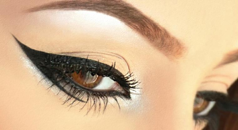 como aplicar eyeliner-casa
