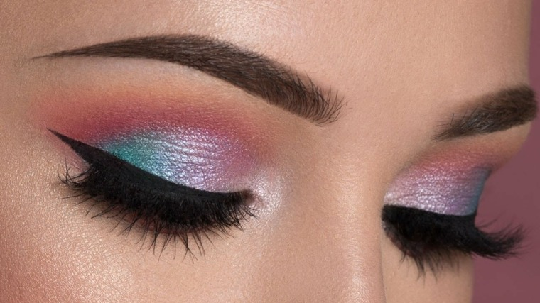 Maquillaje de ojos ahumados tendencias modernas for Pintarse los ojos facil