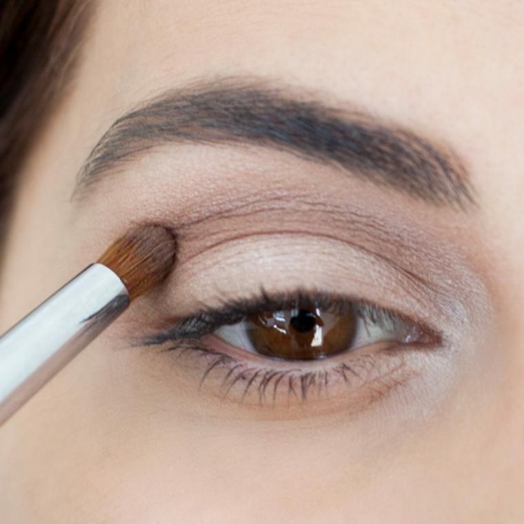 como se maquillan los ojos-ahumados-casa