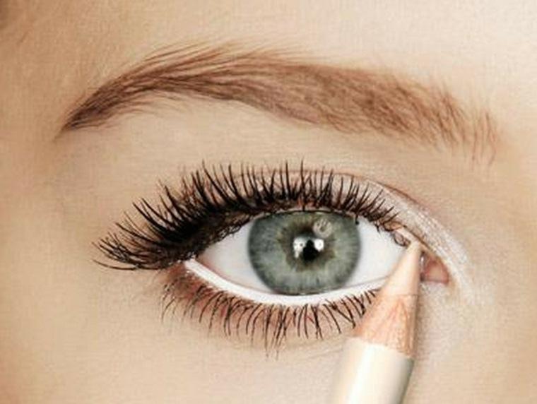 como usar eyeliner-blanco