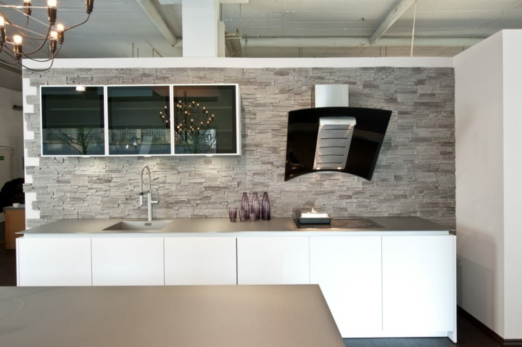 Decoracion cocinas modernas con salpicaderos brillantes for Decoracion de cocinas modernas fotos