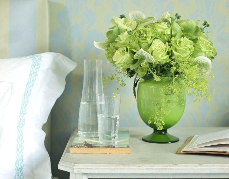 decoracion de habitaciones-flores-mesilla