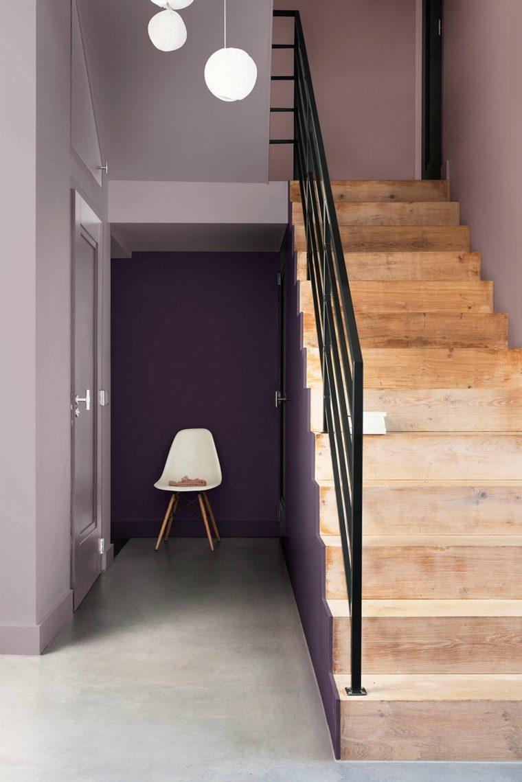 escalera con peldaños de madera