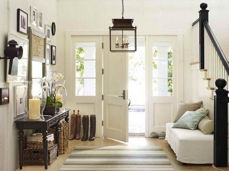 entradas modernas-mesa-auxiliar-madera-sofa-pequena