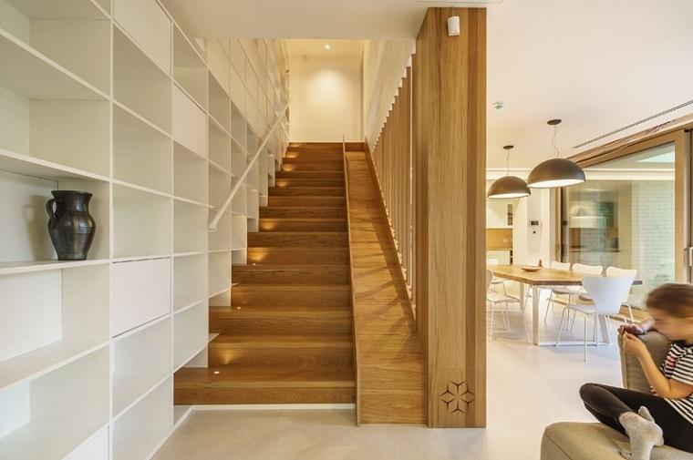 escaleras de madera ideas jarrones