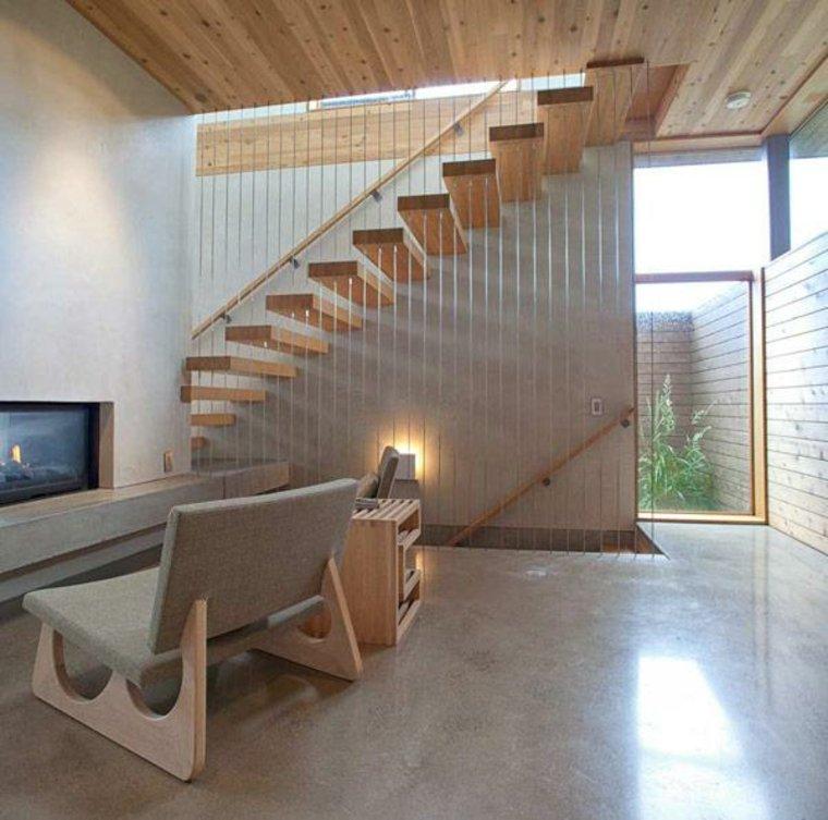 escalera con peldaños colgantes de madera