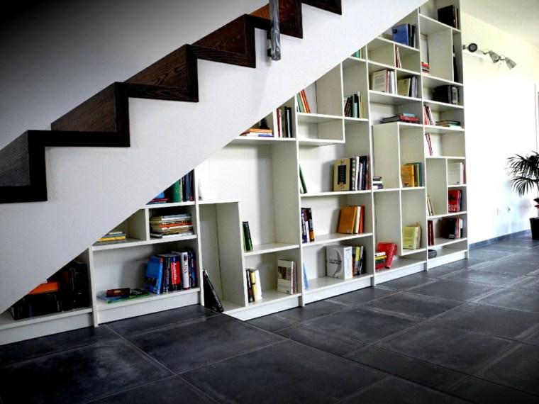 estanteria-debajo-de-las-escaleras