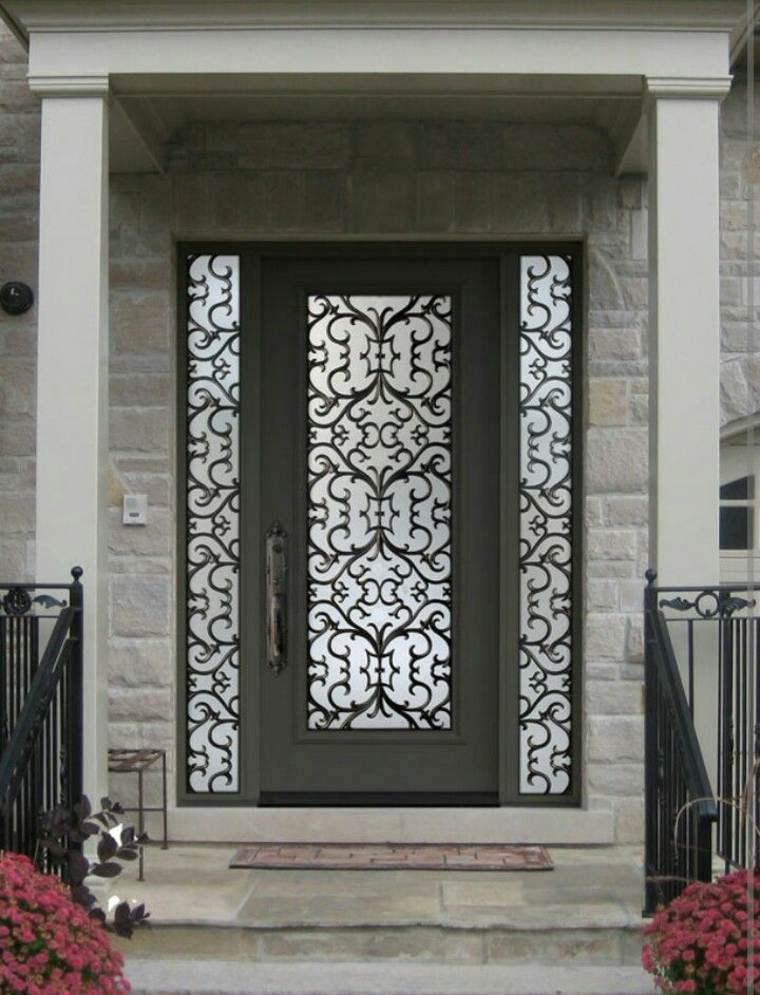 bonita puerta de hierro