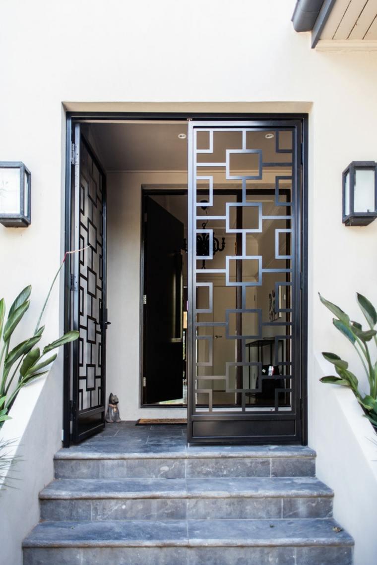 estupenda puerta de entrada